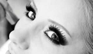 Koyu Göz Makyajı
